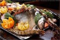 فاتح الشهية من الرنجة والأنشوجة. المأكولات البحرية سلطة