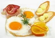 platos de huevos