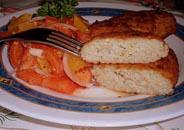 سمك السلمون المرقط في فتات الخبز
