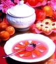 مطهي وهلام مع الفواكه الطازجة والتوت